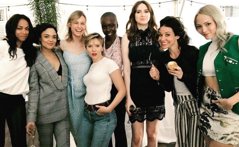 Kvinnor i kostym